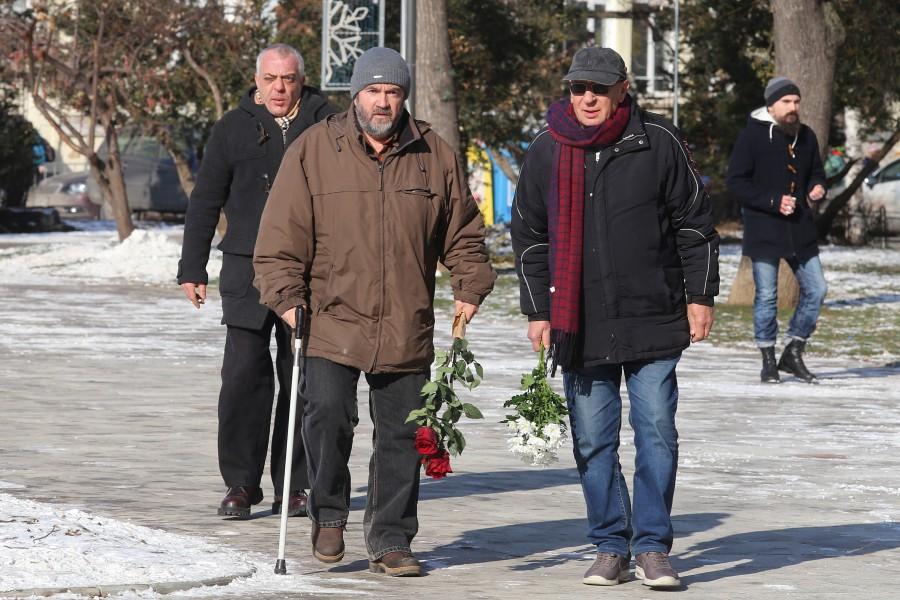 Стотици се поклониха пред тленните останки на Иван Ласкин