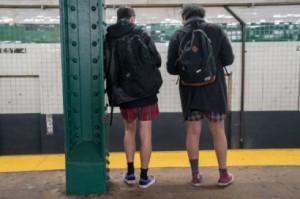 (+18) Без панталони в метрото