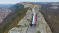 12-метров трибагреник се развя от крепостта Овеч
