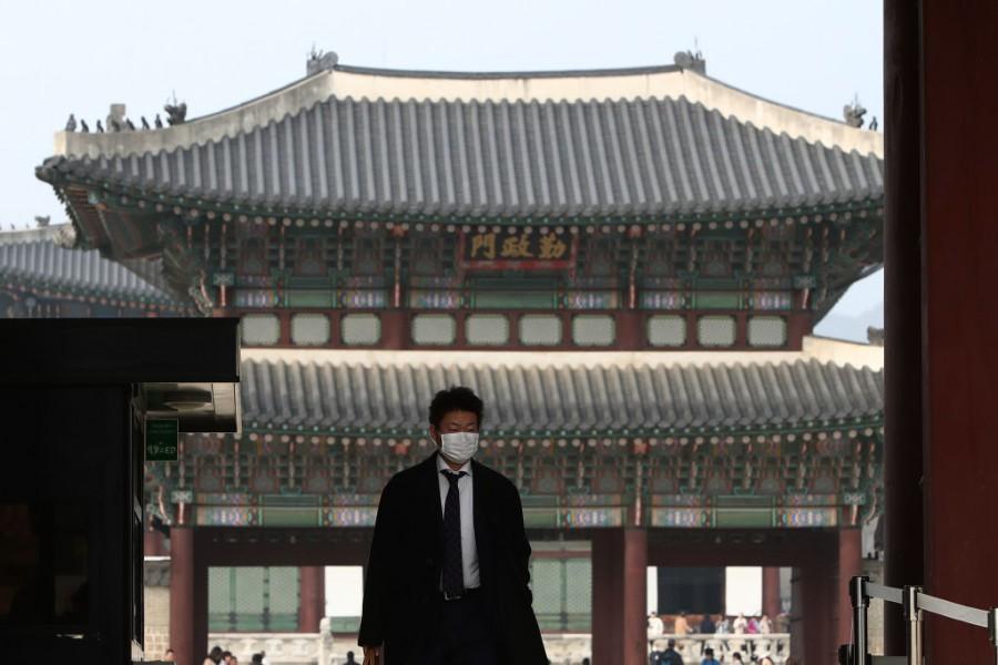 Сеул потъна в прах