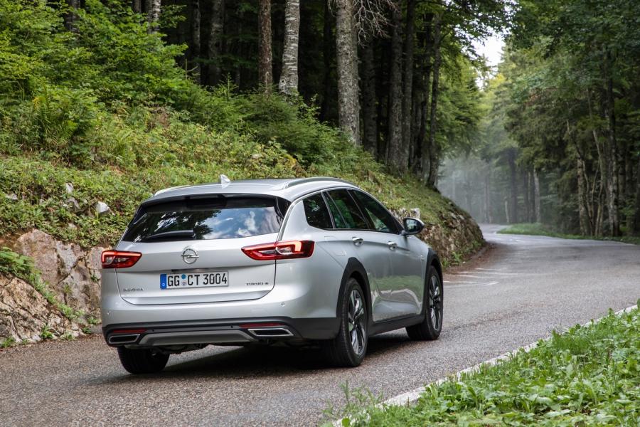 Бягство от града в планината с Opel Insignia Country Tourer