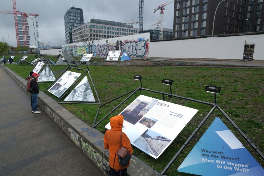 Берлин се готви за посрещане на годишнината от падането на стената