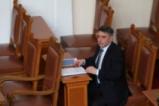 Веселин Марешки със защитен костюм в парламента