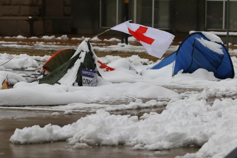 Лошото време повали палатките на протестиращите медици
