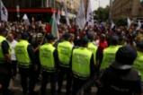 Протестиращите от ПП Възраждане на поход към финансовото министерство и МС