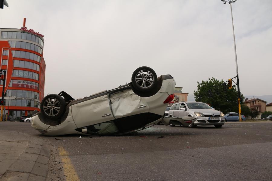 Зрелищна катастрофа на бул.