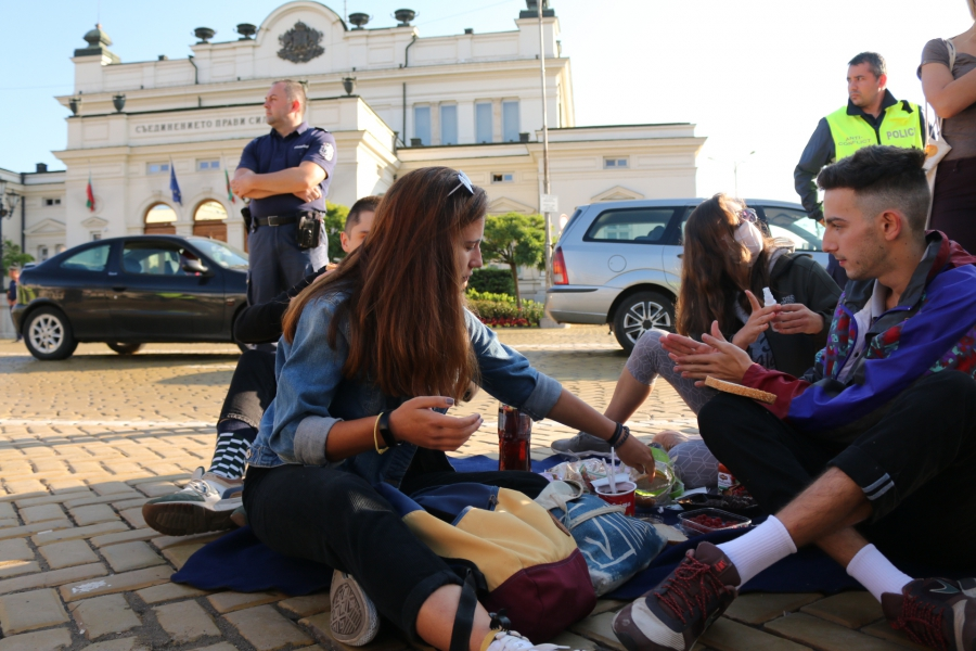 Протестът за оставките на Борисов и Гешев - на жълтите павета