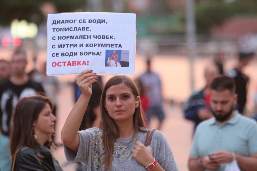 48 ден на протеста: Мъртва риба пред Министерски съвет