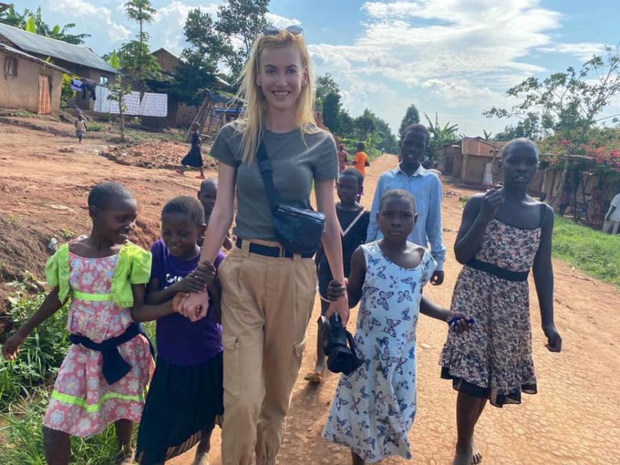 Училище в Уганда