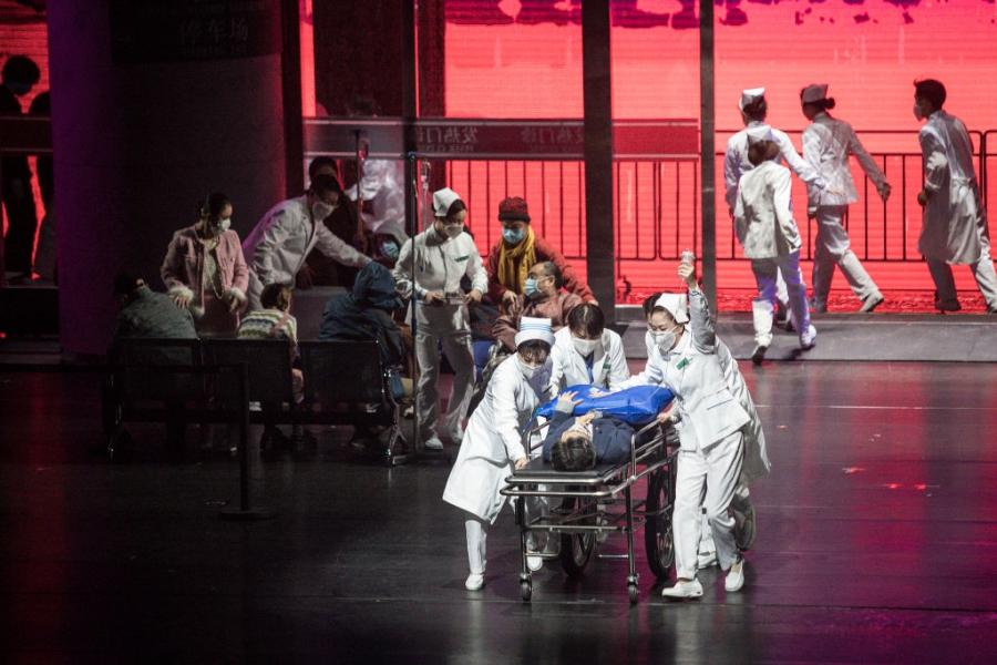 В Ухан представиха опера, посветена на COVID-19