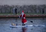 Дядо Коледа пристигна на лодка в Берлин