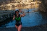 Поляци плуват в ледено езеро за здраве