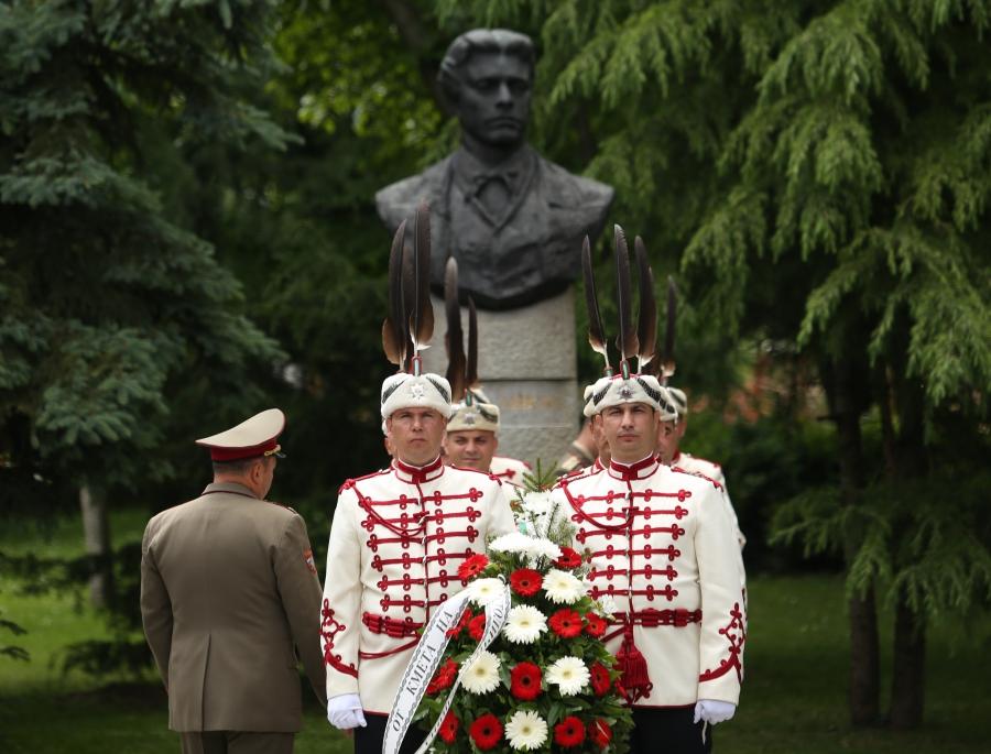 България почете подвига на Ботев
