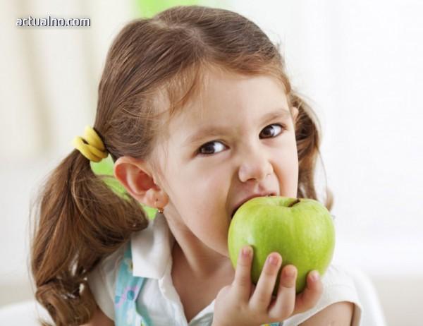 """photo of Има ли злоупотреби по схемата """"Училищен плод""""?"""