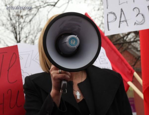 """photo of Мая Манолова хем на война срещу КЕВР за тока и парното, хем """"законът е виновен"""""""