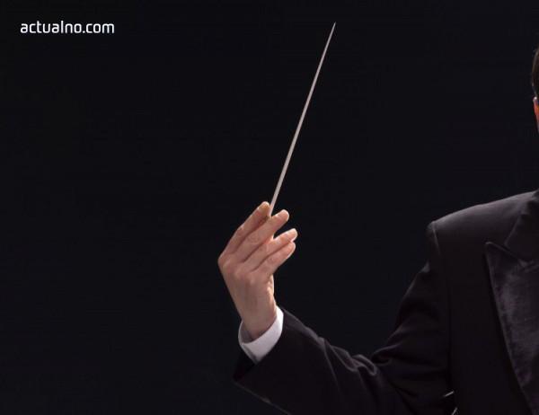 photo of Диригент от Нова Зеландия на бургаска сцена