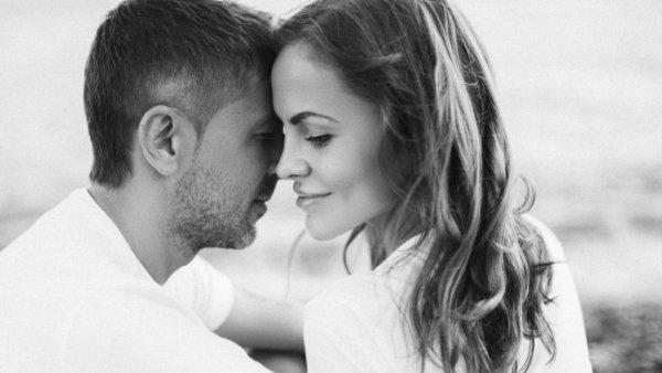Които онлайн много жените твърде обичат ЖЕНИТЕ, КОИТО