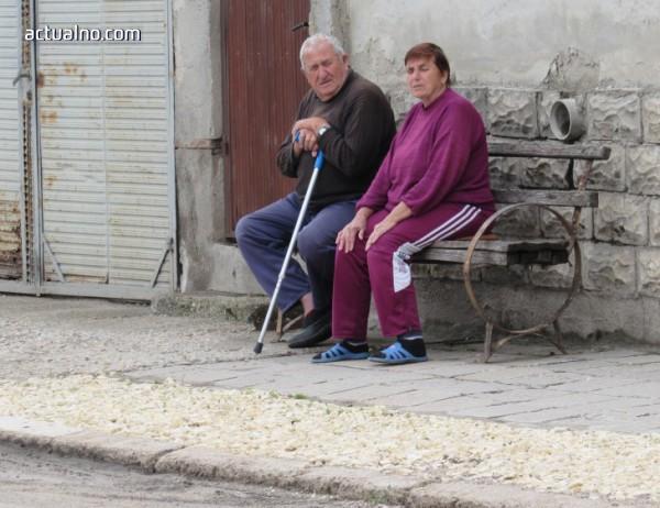 photo of Изплащат пенсиите и коледните надбавки