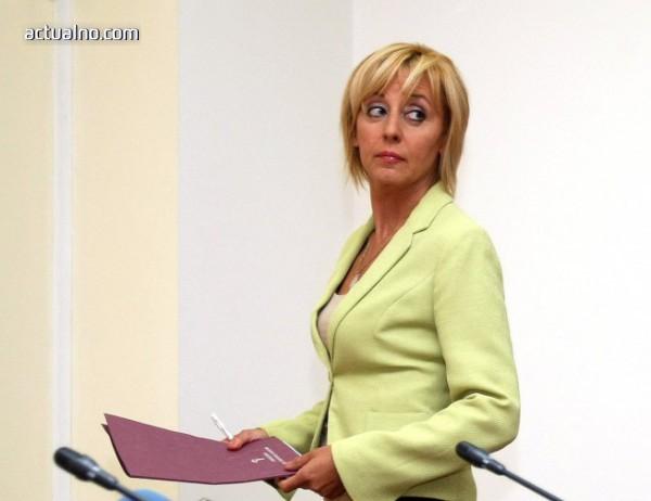 photo of Манолова критикува, че не сме работили за промяна на споразумението за екстрадиция със САЩ