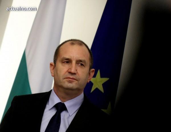 photo of Радев плаши с военна хунта!*