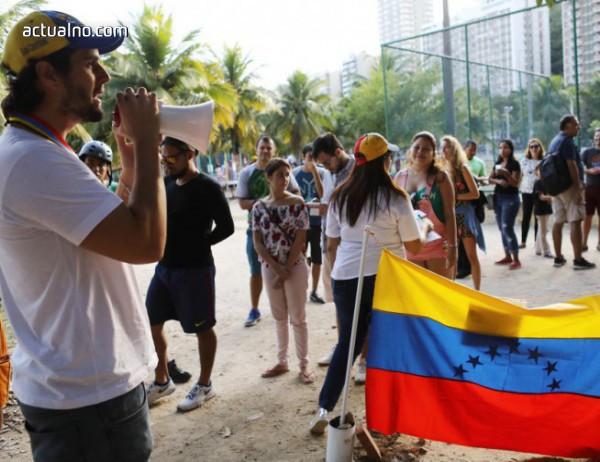 photo of Мадуро също ухажва военните, Гуайдо ще убеждава Италия да го подкрепи