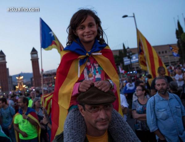 photo of Каталунците тръгнаха да гласуват (ВИДЕО)