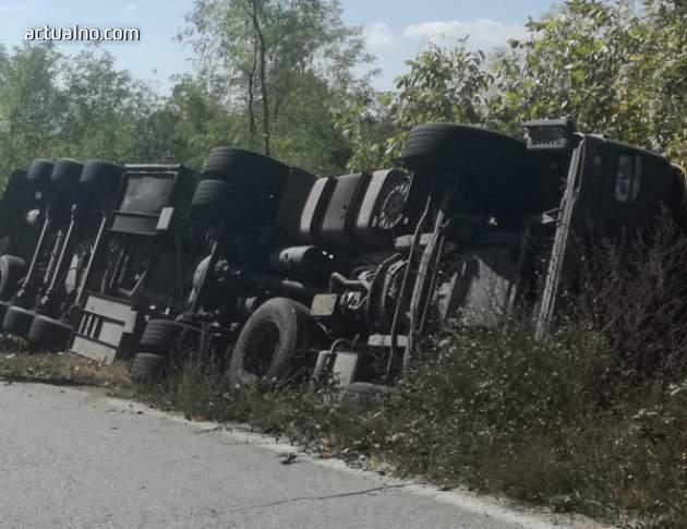 photo of Десетки загинаха при опит да източат гориво от преобърнала се цистерна