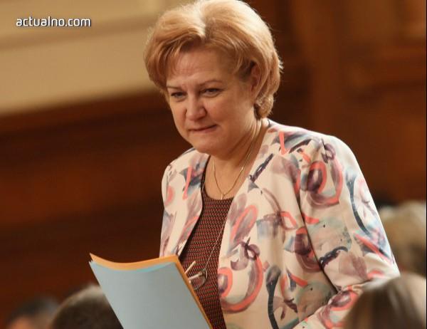 """photo of Менда Стоянова се изплаши от фалит на застрахователите, ако не поскъпне """"Гражданска отговорност"""""""