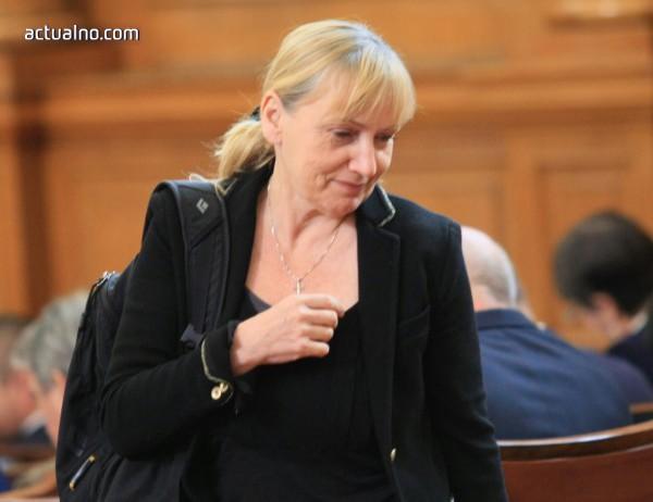 photo of Елена Йончева: Всеки български гражданин страда от ГЕРБ