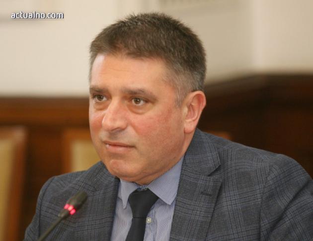 photo of Правосъдният министър едвам си призна, че Лозан Панов не гласи дела, видя КПКОНПИ като пример за доверие
