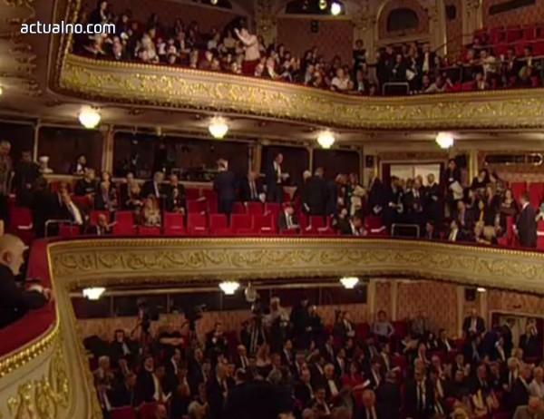 photo of Официалните лица пристигнаха в Народния театър