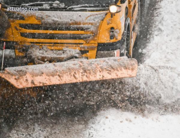 photo of Над 350 снегопочистващи машини обработват пътищата