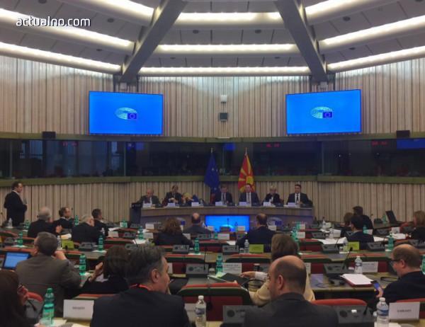 photo of Наши евродепутати се пребориха за промени в резолюцията за Македония, въпреки гръцката съпротива