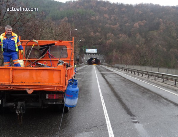 """photo of Строят 1,4 км от трасето след тунел """"Железница"""" на АМ """"Струма"""""""