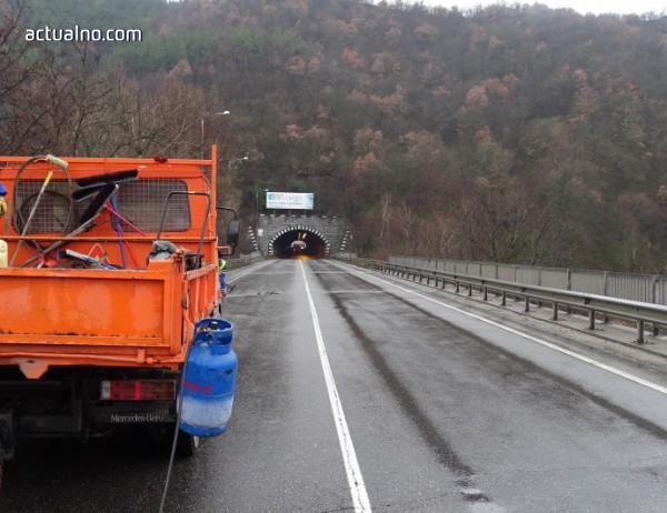 """photo of """"Джи Пи Груп"""" си спомни, че се отказа от тунел """"Железница"""", но заради войната по пътищата се връща"""