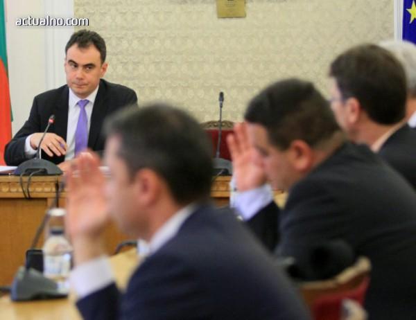 photo of Разследваният за убийства Никола Молчан, свързан със сделката с ЧЕЗ, най-сетне прикова вниманието на НС
