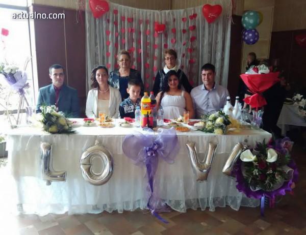 photo of Родопско село финансира купоните на децата, празнуваха и двойна сватба