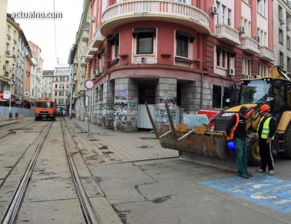 """photo of Фандъкова глоби фирмата, надзираваща ремонта на """"Граф Игнатиев"""""""
