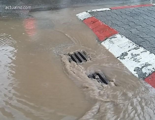 photo of Пороен дъжд доведе до евакуация на хора в Котел*