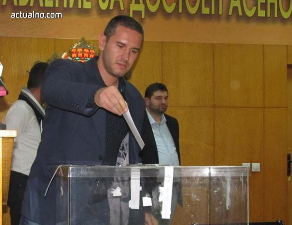 photo of Асеновград отново с двама почетни граждани – актьор и поет