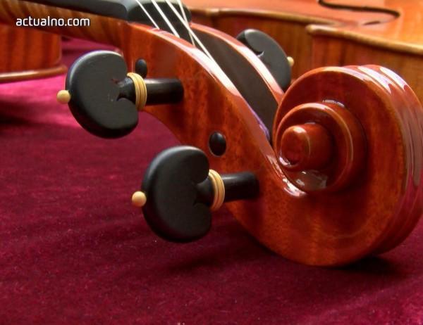 photo of След 30 години цигулка бе върната на собственика й
