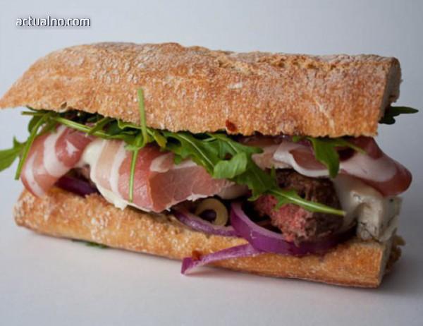 photo of Рецепта на деня: Летен сандвич с прошуто, праскови и моцарела