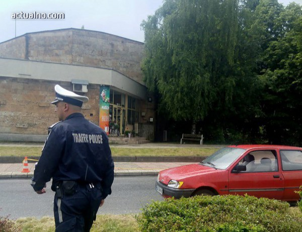photo of Кола удари прокурорка и сина ѝ на пешеходна пътека в Смолян (СНИМКА)