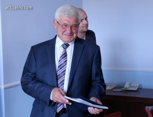 photo of Ананиев: Подписах договорите за закупуване на апаратура за хемодиализа