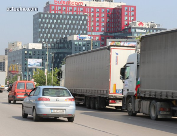 photo of Проотестът на Цариградско не пречи на движението (ВИДЕО)