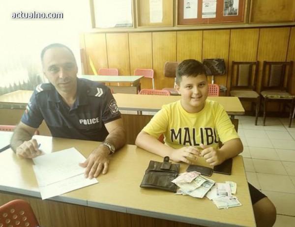 photo of Малко момче върна изгубен портфейл с 1205 лева
