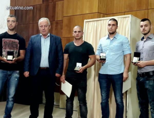 photo of Обявиха за достойни граждани на Смолян шестима млади мъже