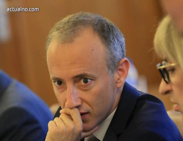 photo of Вълчев обяви резултатите от проверката на цените на учебниците след 7 клас
