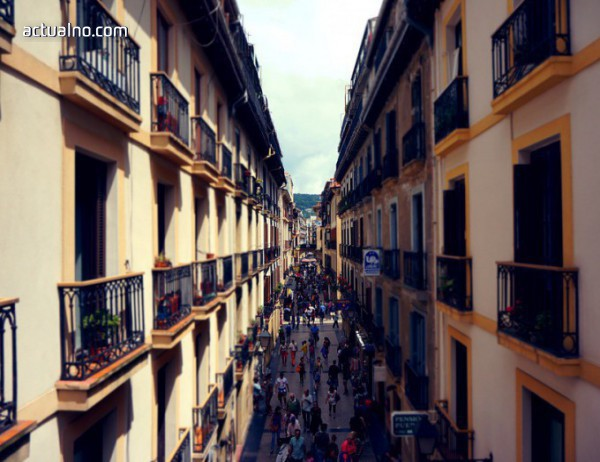 photo of В Барселона гонят британските туристи с ... балконинг