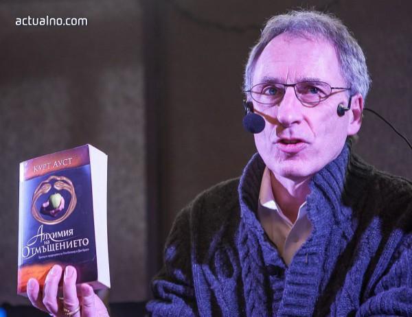 """photo of Интервю с Курт Ауст за книгата му """"Невидимото братство"""""""